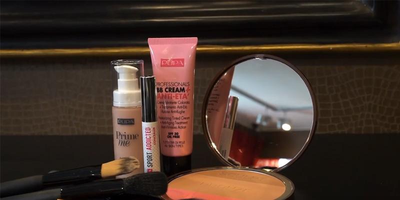Opbrengen-van-een-Natural-look-basis-make-up
